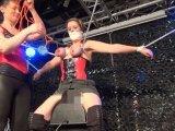 Amateurvideo Bondage-Folter auf dem Sybian 3/4 von ActionGirl