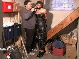 Amateurvideo Mit Leder Outfit An Pfosten Gefesselt von JulietteA