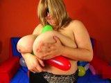Amateurvideo Maja spielt mit Luftballons von MajaMagic44M